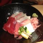 近畿大学水産研究所 - 近大マグロと選抜鮮魚の海鮮丼