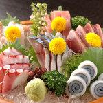 味さと - 料理写真:お刺身盛り合わせ