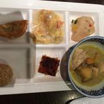 上海柿安 - 薬膳カレー、オレンジパウンドケーキ、かにのチーズオムレツなど