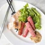 三陸オイスター&ジャパニーズシーフードGARDENS - 宮城蔵王和豚 JAPANXのステーキとソーセージ