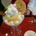 江ノ島 はろうきてぃ茶寮 - 期間限定の桃のパフェ