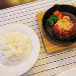 エルトロ神戸 - 【北新地でランチ】 鉄板にのった煮込みハンバーグ