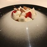 ア・ヴォートル・サンテ - 季節のデザート:苺のバシュラン
