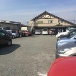 中華そば 四つ葉 - 満車で駐車待×:第二駐車場へ○