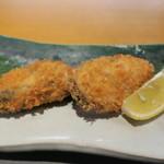 64665809 - 牡蠣フライ 生姜をブレンドしたウスターソースとしば漬けのタルタル、塩で2