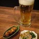 アジアンバル フロッグス - お通しからのビールサイズ大きめでラッキーヽ(゚∀゚)ノ☆