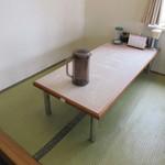 ラーメンの横綱勝山 - カウンター席・テーブル席・座敷が有ります♪