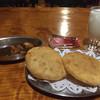 ガンジス - 料理写真:チキンカレー辛口とパドゥラ、ラッシー