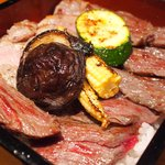 naniwaen - よくばりステーキ重 1000円 の熟成ロース、熟成サーロインのステーキ重
