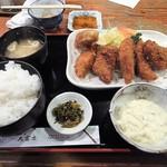64669138 - 「白身魚フライ(+カキフライ)定食」(1,000円込)(2017年3月)