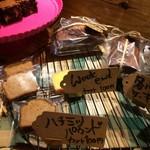 加集製菓店 - 各種いろいろなケーキ、100円は安いですよね!(2017.3.31)