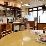 スパゲティハウス リトルジョン - 清潔感のあるシンプルな空間