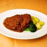 イタリア食堂 MARIA - 牛ロース肉のコートレッタ 軽いトマト煮込み