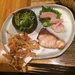 64678590 - 桜海老のかき揚げ、ぶりの塩焼き、刺身(鰤、鯛)、サラダ
