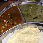 ソルマリ - クワティカレー(ミックス豆)、ダル