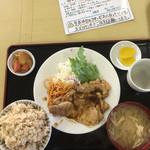 郷や - 豚しょうが焼定食:700円(全景)