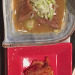 米沢亭 - もつ煮・キムチ