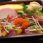 駒八 - 本日の海鮮丼とピーマン肉詰めフライ 850円。