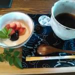 紅葉 - デザート。珈琲とフルーツ入り杏仁