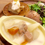 """エスラスカフェ - """"豚肉と無農薬野菜のケルトシチュー""""のアップ。"""