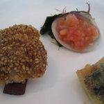 三笠会館 鵠沼店 - 蛤のポルチゲーズソース、アナゴのフリットセサミ風味、エスカルゴのパセリバター焼き