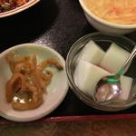 四川厨房 随苑 - 搾菜と杏仁豆腐