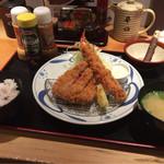 とんかつ らくい - 料理写真:らくいランチ(ミニ厚切りロースカツと海老フライ)
