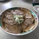 麺龍 - ハーフ&ハーフ 二種のチャーシューの乗ったチャーシュー麺