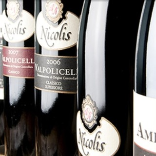お食事に合うイタリアのワインをご提供いたします。