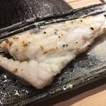 第三春美鮨 - 真鯛の腹骨(ガンバラ)焼き