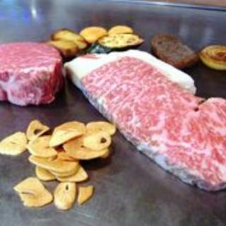 地元・高知産の和牛を贅沢に鉄板焼きで堪能