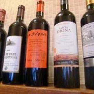 お料理のおいしさをさらに引き立たせる豊富なワイン
