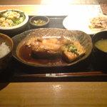 焼はまぐり 青山八番 - 煮魚定食