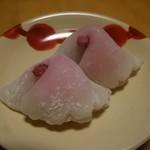 こうさぎ - しだれ桜餅