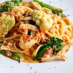 ビストロ・リヤン - 鶏くんせいと季節野菜のトマトクリームパスタ
