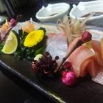 ベイサイドホテル龍宮 - 料理写真:市場から仕入れる新鮮なお刺身