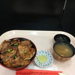 豚丼のぶたはげ - みそ汁、香物付きの帯広名物 豚丼('17/03/31)