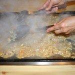 しなの - 料理写真:目の前で作ってもらう、もんじゃ焼きは、たっぷりボリューム