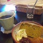 oni cafe - 抹茶のシフォンケーキ あずきとりんごのコンポート添え