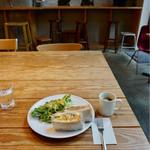 ムロマチカフェハチ - サンドイッチとコーヒー