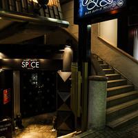 395スパイストウキョウ - 1階のエントランス外観風景。扉を開けると、そこは別世界。