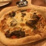 ステーキ&ビア ビストロ・パプリカ - 牛タンが載ったピザ。もちもち熱々でした。