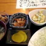 理尾レストラン - 小鉢も美味しい!