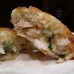 厨酒房ぱんどら - ニラ饅頭 ニラは優しく海老の味が段々とやってきます、タケノコも良い食感