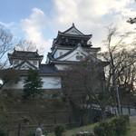 八千代 - 岡崎城。前にみえるのは家康様。
