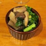 Bistro-SHIN 2 - お通し、しめじと菜の花のサラダ