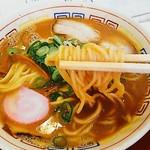 64727578 - 中太ストレート麺に出汁が絡む