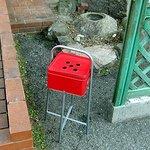 神戸ちぇりー亭 - 外に灰皿がおいてあります