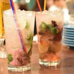 DRAEMON PANCHOS - 桜モヒート(左)& はちみつ梅酒の小春モヒート(右)@各々780円