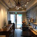 Organic Cafe ゆきすきのくに - 珪藻土の壁、軟水浄水、電磁波アースのこだわり店内。